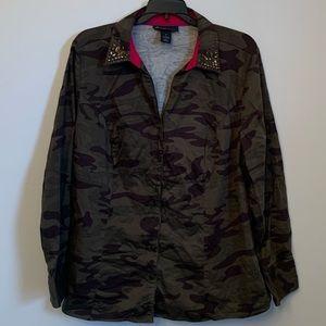 Plus size women's camouflage shirt size 20 EUC
